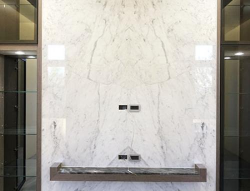 田尾 – 小雕刻白電視牆